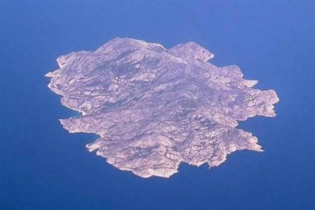Таинственный остров графа Монте-Кристо ( 9 фото )