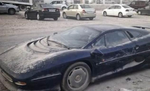 Брошеные авто Дубая: суперкары ржавеют под открытым небом ( 3 фото + 1 видео )