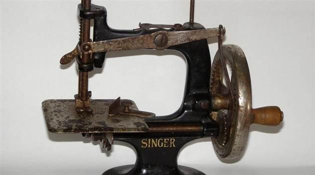 Старые швейные машинки могут принести целое состояние ( 3 фото )