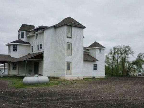 20 трешовых домов,которые доводилось фотографировать агентам по недвижимости ( 21 фото )