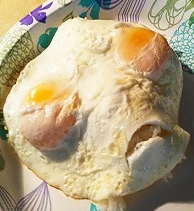 19 странных ситуаций, которые могут случиться при приготовлении яичницы ( 18 фото + 2 гиф )
