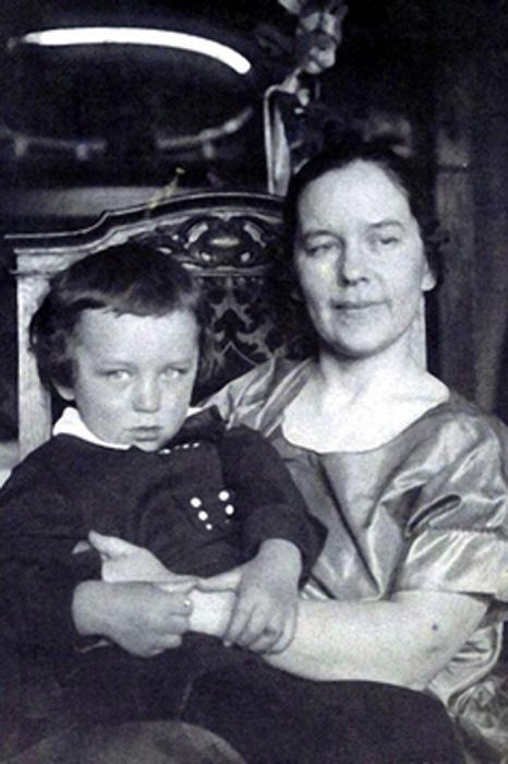 Как советский разведчик стал миллионером и получил награду из рук английской королевы: Конон Молодый