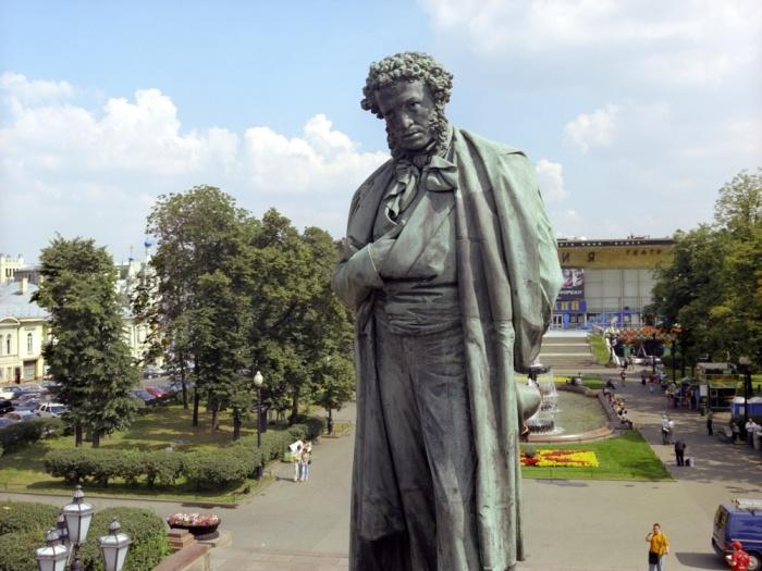 Как воевали потомки Пушкина в Великую Отечественную и почему оказались по разные стороны фронта