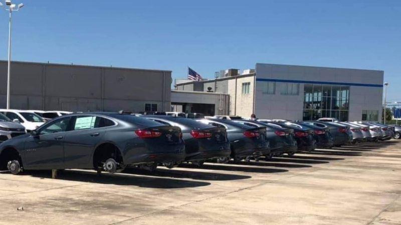 В дилерском центре Chevrolet преступники умыкнули 124 колеса