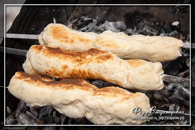 Хлеб на шампуре. На мангале ( 7 фото )
