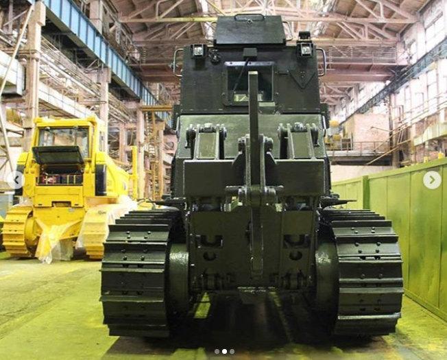 Челябинцы создали бронированный трактор-сапер (3 фото)