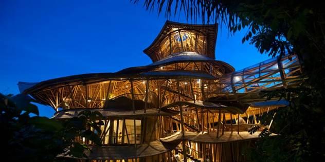 Девушка бросила работу, уехала на Бали и построила там роскошный дом из бамбука ( 13 фото + 1 гиф )