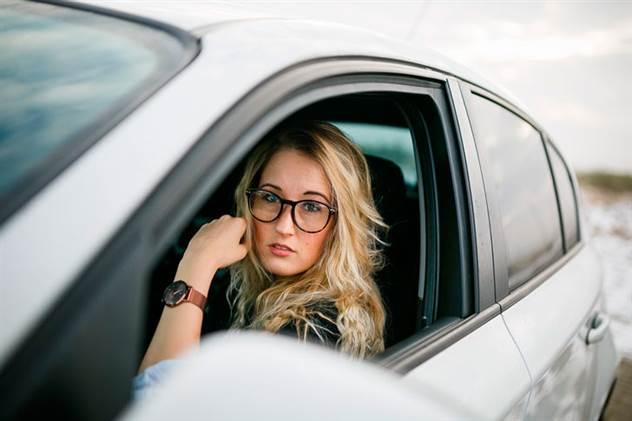 Жена друга осадила механика в сервисе, который предложил ей поменять прокладку между рулем и сидением ( 1 фото )