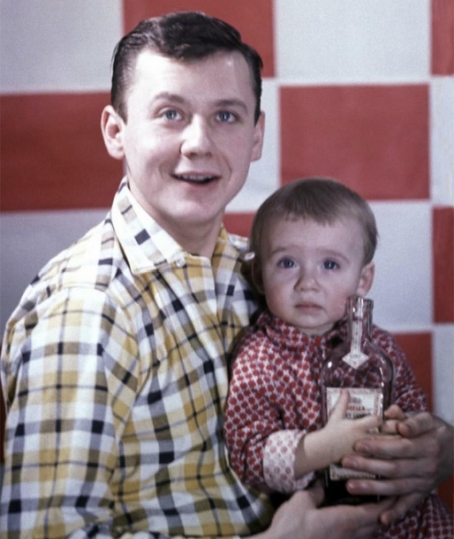 Добрые фото: звездные отцы со своими детьми