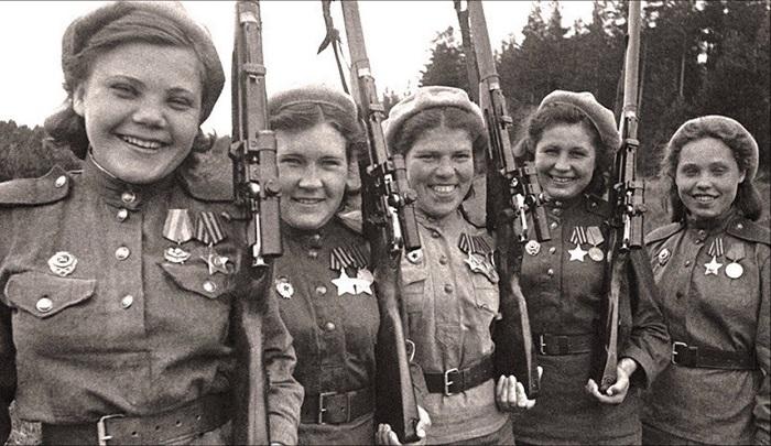 Почему советские девушки-снайперы скрывали, что были на фронте: «Стёклышко» и «грозная фрау» в одном лице