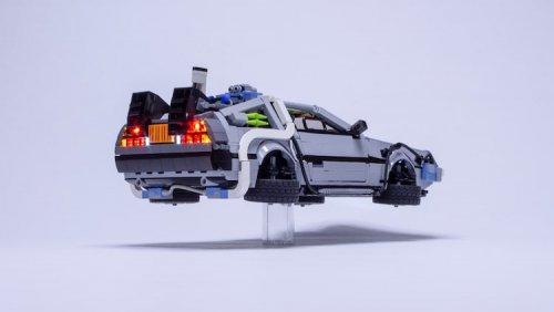 Поклонник LEGO создал миниатюрную копию автомобиля DeLorean из фильма «Назад в будущее» (9 фото)