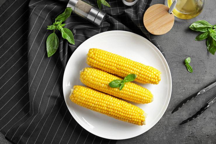 Как правильно готовить кукурузу и можно ли это сделать за пять минут?
