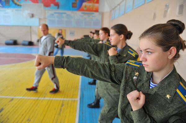 Как в бригаду СпН, курсантки из десантного училища приехали ( 4 фото )