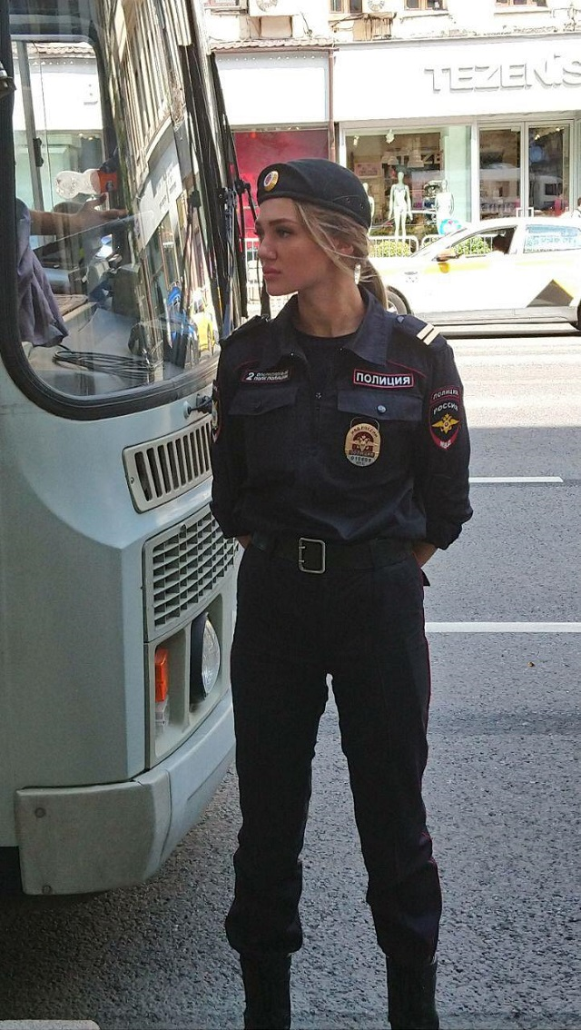 В соцсетях нашли самого красивого полицейского с митинга 27-го июля (4 фото)