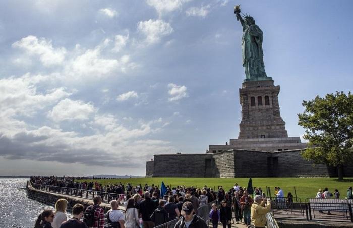 Как супруга Исаака Зингера подарила своё лицо Статуе Свободы