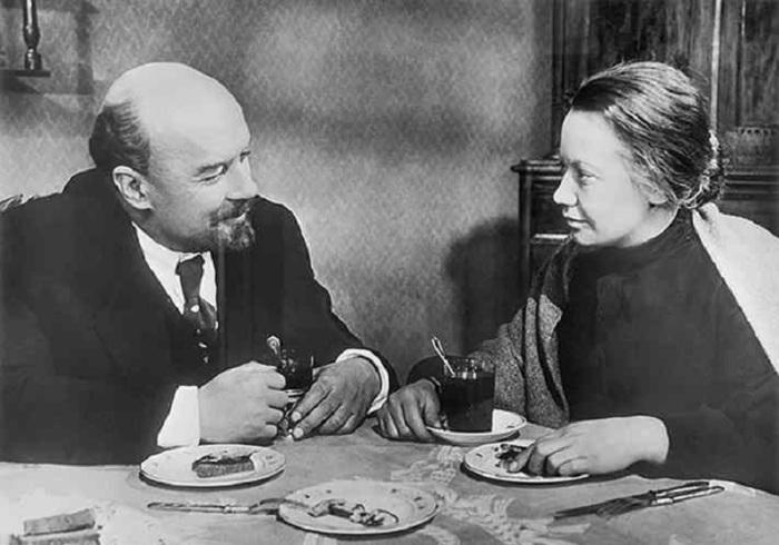 Каково быть -первой вдовой-, или Почему некоторым жёнам советских генсеков приходилось подрабатывать консьержками