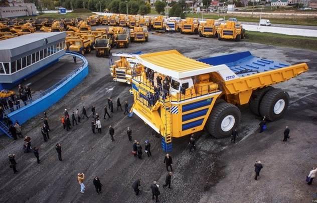 7 фактов о БелАЗ-75710 — самосвале размером с 3-этажный дом ( 8 фото )