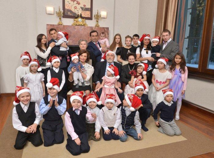 Миллиардер и самый многодетный отец России Роман Авдеев: Как воспитать 23 ребёнка