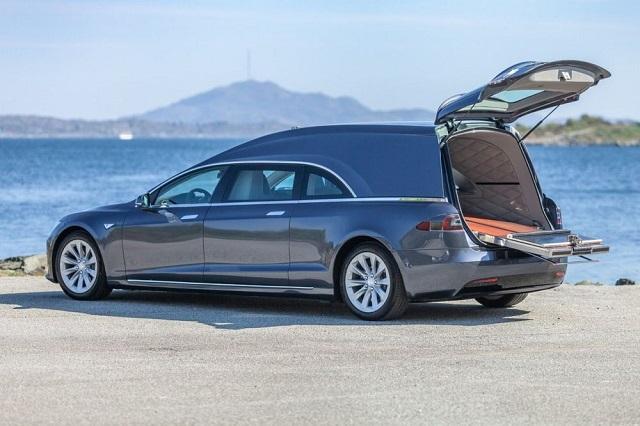 Норвежец сделал из Tesla электрокатафалк и продаёт его