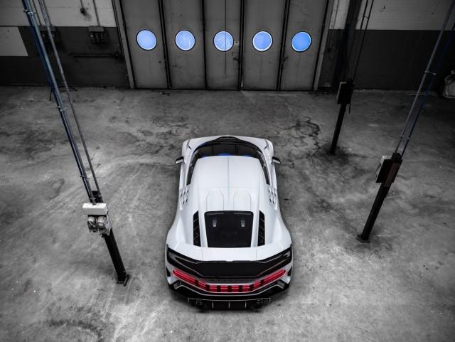 Bugatti представила гиперкар Centodieci