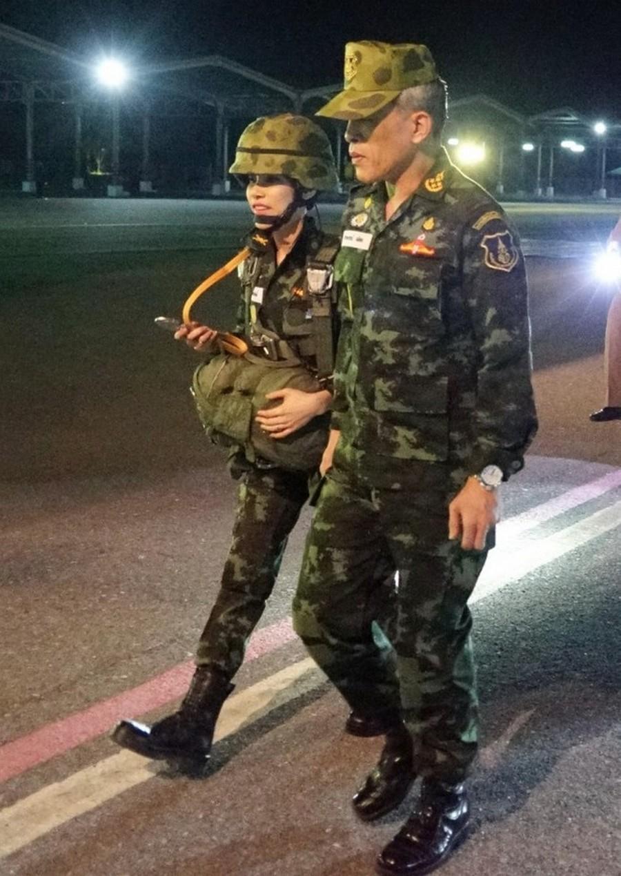 Король Таиланда присвоил титул королевской наложницы