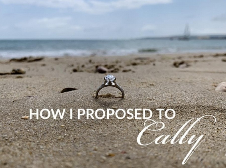 Парень собрался жениться, и 20 раз запечатлел кольцо на фоне девушки