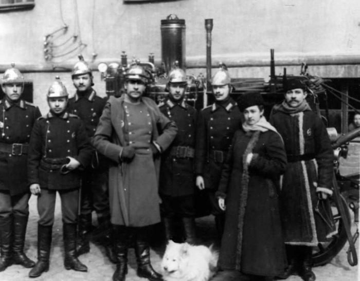 Как фрейлина отказалась от светской жизни и стала профессиональным пожарным