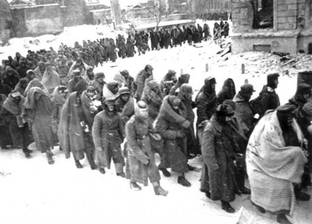 Как Манштейн пытался спасти армию Паулюса в Сталинграде ( 1 фото )