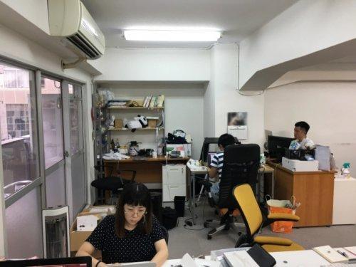 Парень переделал свое место в офисе (8 фото)