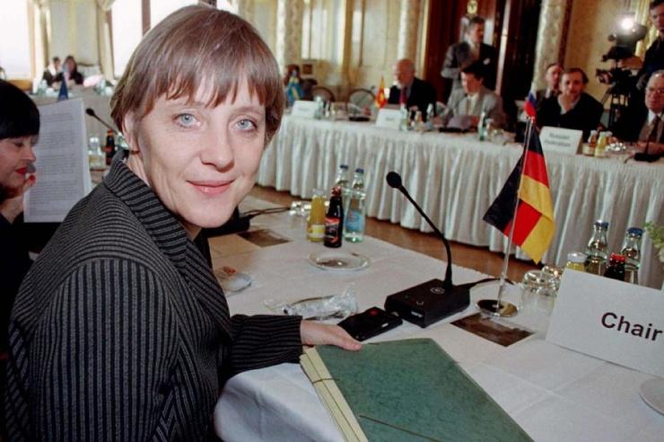 Кем была Ангела Меркель, когда жила в ГДР