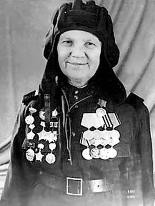 Как советская танкистка Александра Ращупкина 3 года успешно выдавала себя за мужчину