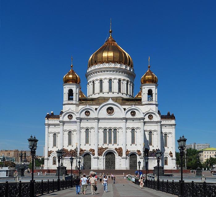 Как в центре Москвы на месте самого большого бассейна появился самый большой храм