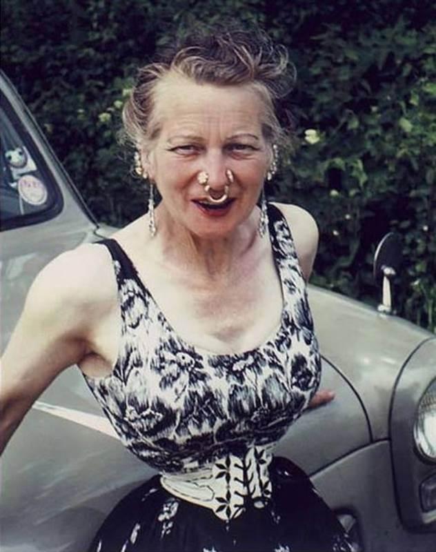 Во имя любви: женщина утянула талию до 33 см по прихоти мужа ( 11 фото )