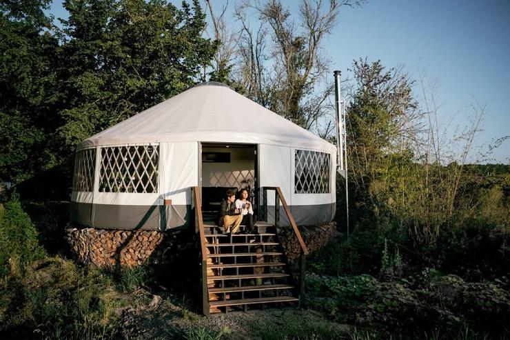 Пара в течение года строила юрту, и результат просто вау. У них получился дом мечты ❘ фото
