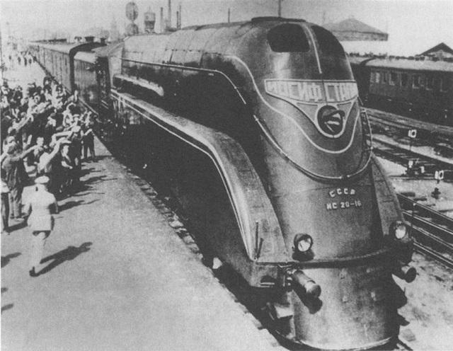 Стимпанк-кастом «Иосиф Сталин», который стилизован под одноименный советский паровоз  ❘ фото
