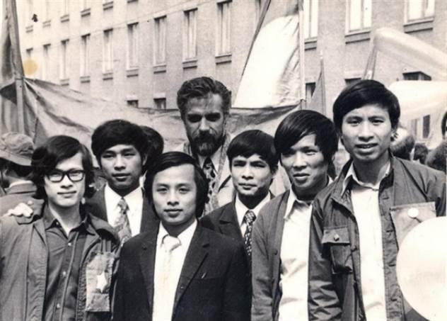«Кто же водку спичками заедает?!». Воспоминания вьетнамцев об учёбе в СССР. ( 2 фото )