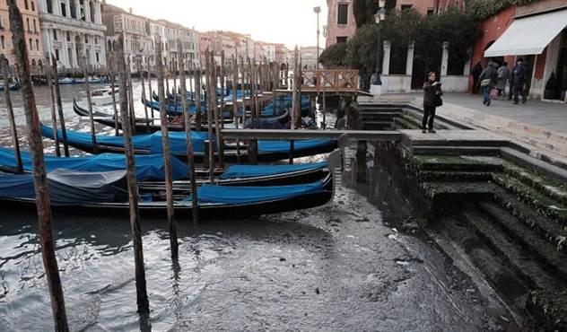 Как выглядит Венеция без воды, и куда подевались гондольеры ( 14 фото )