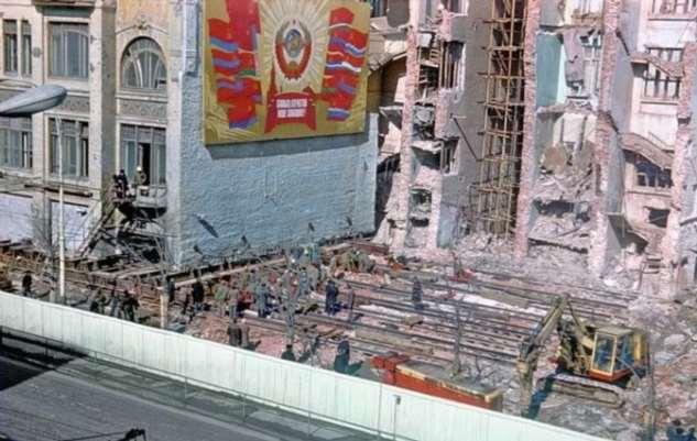 Жильцы спали, а дом ехал: Как, куда и почему передвигали здания в столице