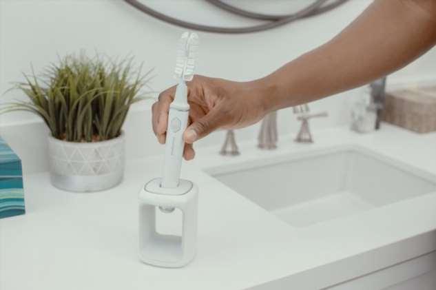 Вещь дня: щетка, которая чистит зубы за 20 секунд ❘ фото + видео