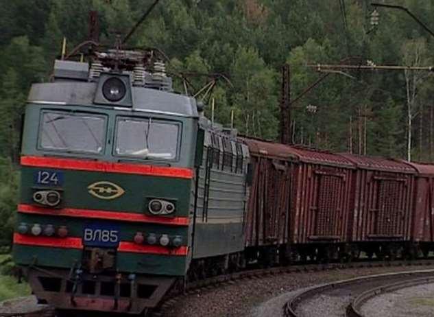 Почему не стоит находится близко от идущего поезда