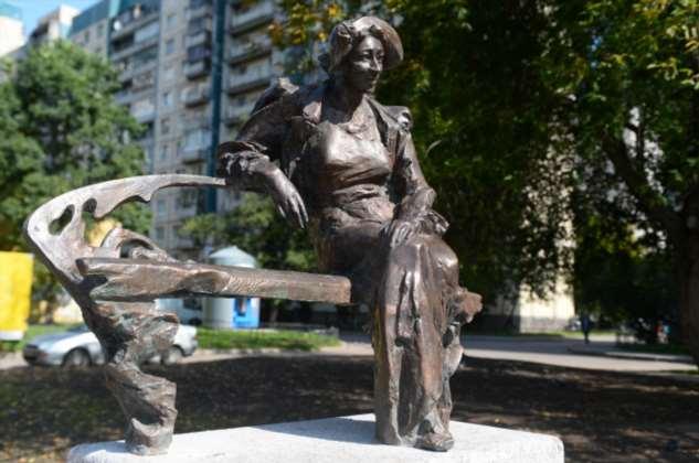10 знаменитых актрис, которым были установлены памятники