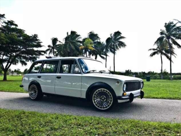 Во Флориде на Ebay продали тюнингованный ВАЗ-2102