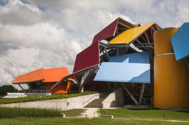 Безумные и «человечные» здания гения Фрэнка Гери, поразившие весь мир