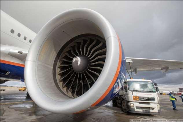 Как заправляют самолёты ❘ фото