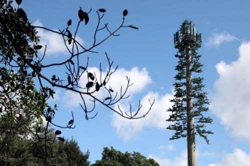 Вышки мобильной связи отлично вписались в пейзаж (8 фото)