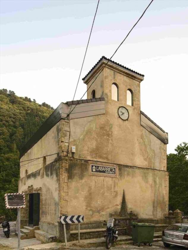Дом в здании заброшенной церкви эпохи Возрождения