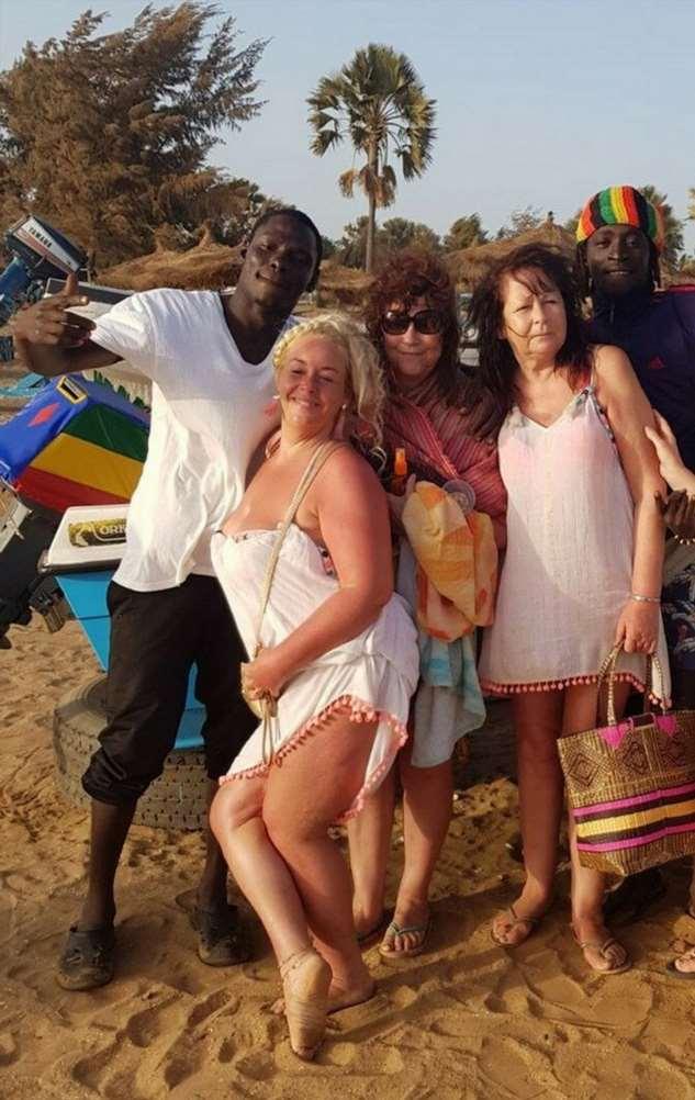 Гамбия — бурлящий клуб знакомств для старух