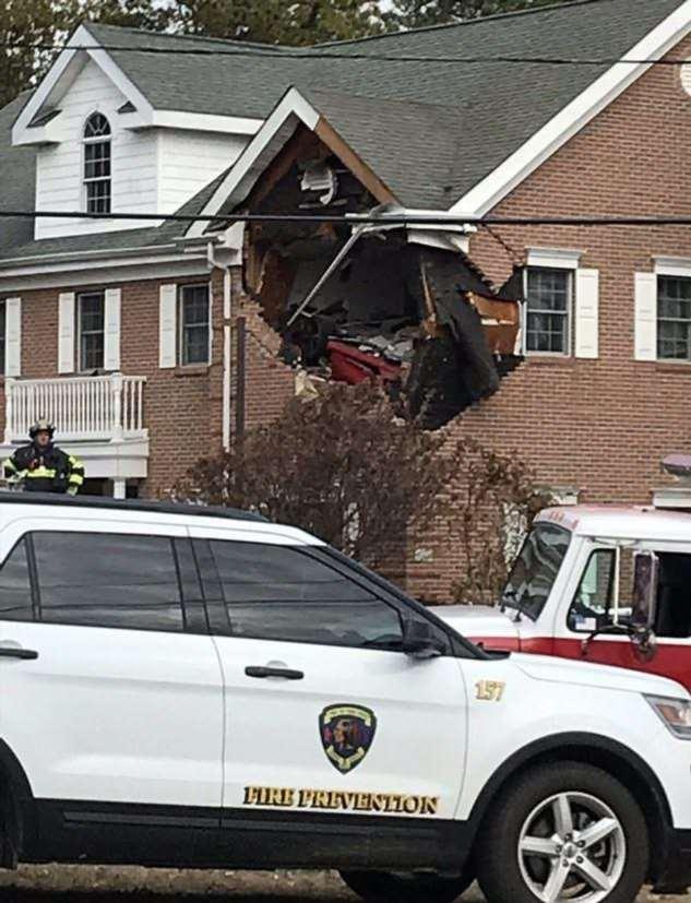 Жуткая авария со смертельным исходом: в офис на 2 этаже влетел Porsche ❘ фото + видео