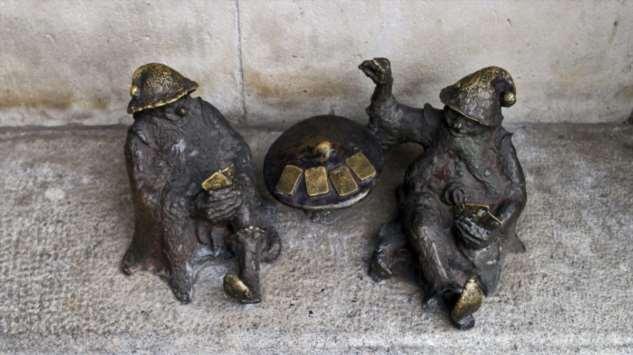 Почему на улицах Вроцлава так много фигурок гномов (11 фото)