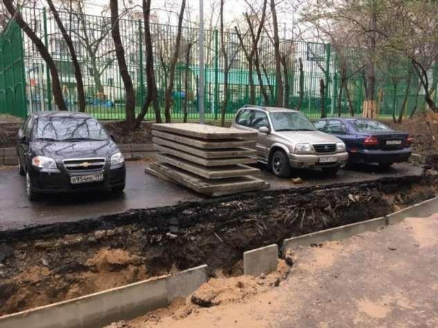 В Москве коммунальщики сделали противоугонную систему для водителей, но те ей не рады (2 фото)
